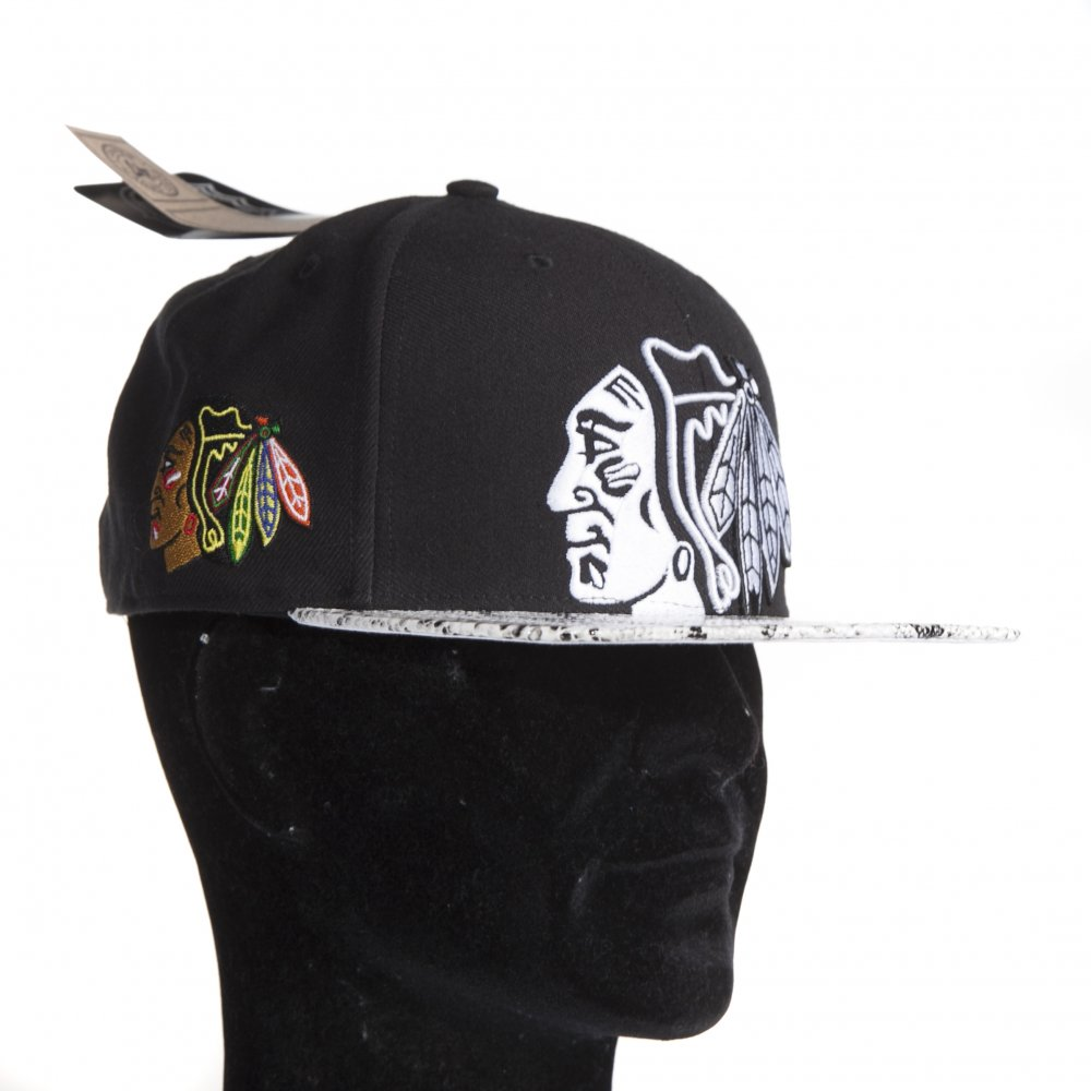 6ac8189e0c94f ... Gorra  47  NHL Chicago Blackhawks Black Mamba BK WH ...